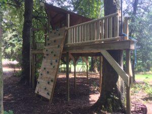 wooden tree platform