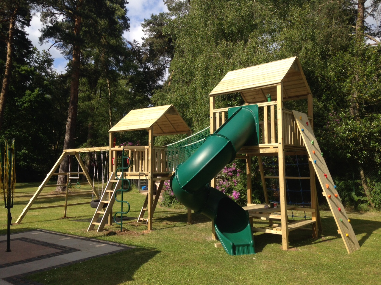 Double Tower Tube Slide with Monkey Bar Swing Set in Squares